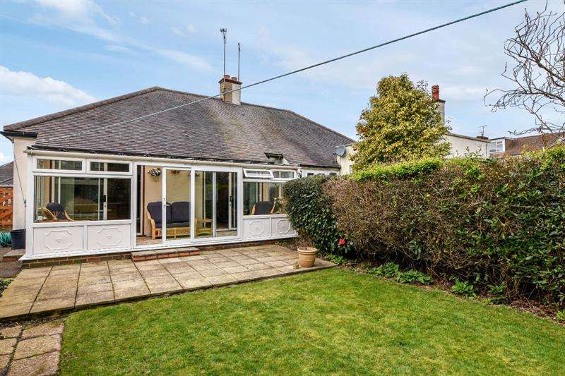 2 Bedrooms Bungalow for sale in Walsingham Road, Southend-on-Sea, Essex, SS2