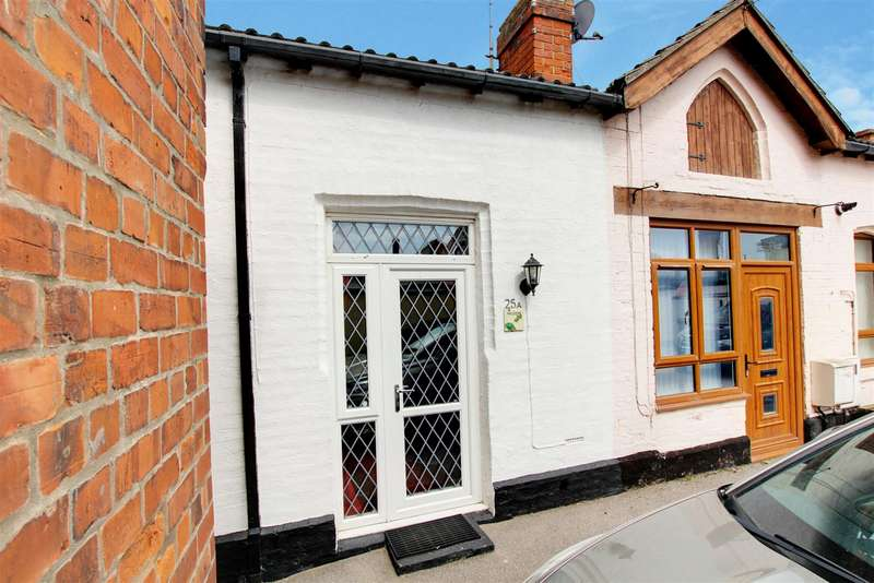 2 Bedrooms End Of Terrace House for sale in Admiralty Road, Mablethorpe