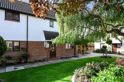 2 Bedrooms Terraced House for sale in Kelvedon Hatch, Brentwood