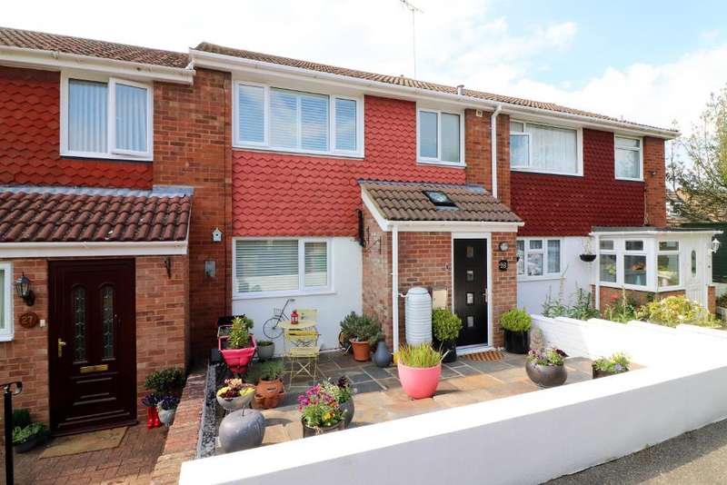 3 Bedrooms Terraced House for sale in St Olams Close, Luton, Bedfordshire, LU3 2LD