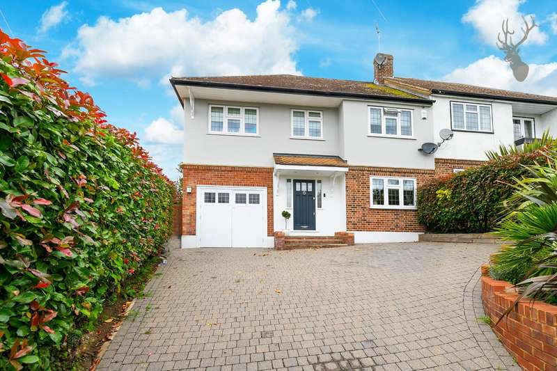4 Bedrooms Semi Detached House for sale in Centre Drive, Epping