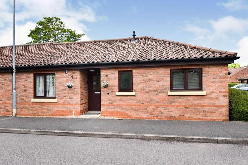 2 Bedrooms Bungalow for sale in Honeywell Close, Oadby, Leicester, LE2