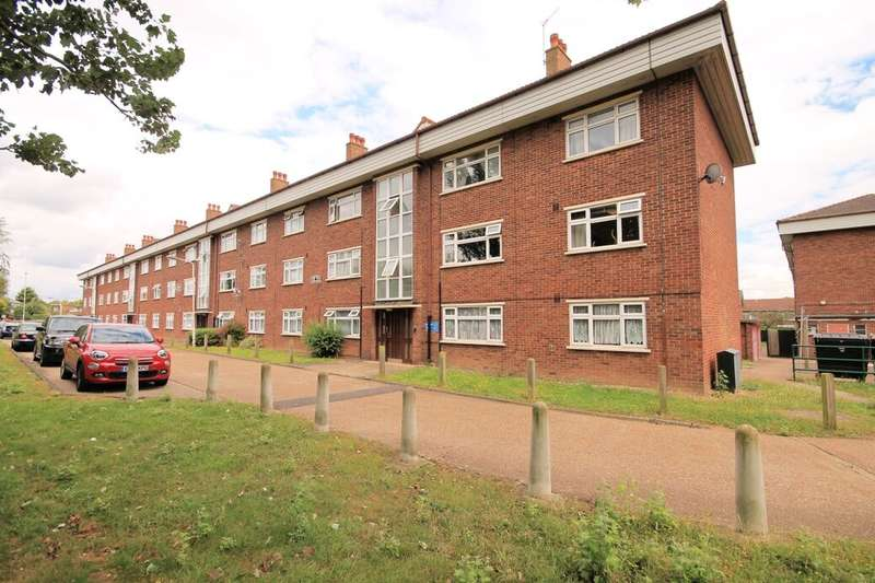2 Bedrooms Flat for sale in Hatfield Close, Ilford, IG6