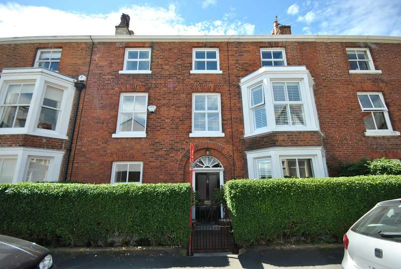 5 Bedrooms Terraced House for sale in Beach Street, Lytham , FY8