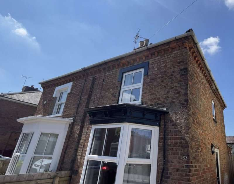 2 Bedrooms Semi Detached House for rent in Spring Street, Spalding, Lincs PE11 2XW