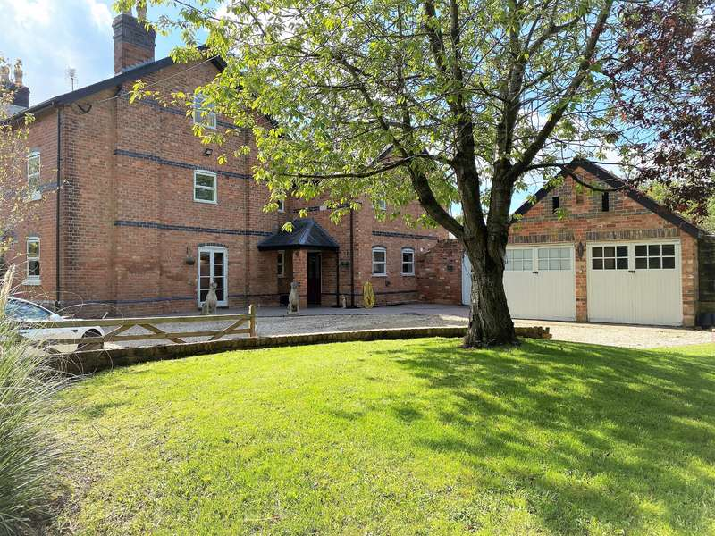 6 Bedrooms Semi Detached House for sale in Naas Lane, Quedgeley, Gloucester, GL2 2SD