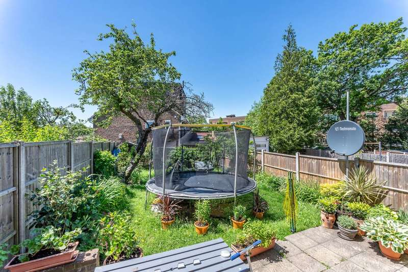 3 Bedrooms Semi Detached House for sale in Colney Hatch Lane, Muswell Hill, N10