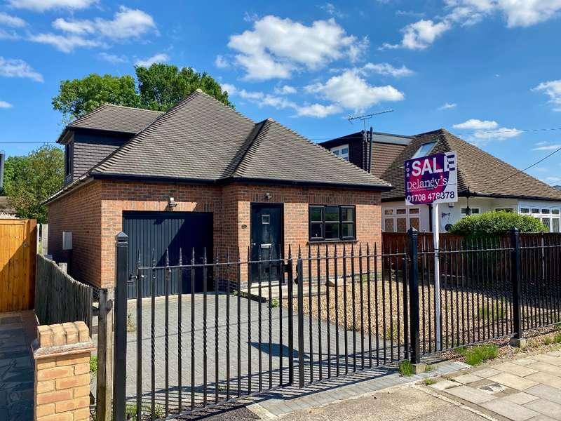 3 Bedrooms Detached House for sale in Betterton Road, Rainham