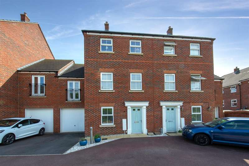 4 Bedrooms Town House for sale in Lake View, Houghton Regis, Dunstable
