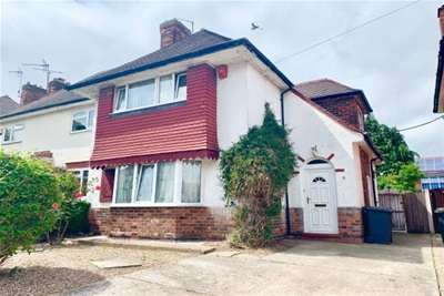 4 Bedrooms Semi Detached House for rent in Boundary Road, Lenton Abbey, NG9