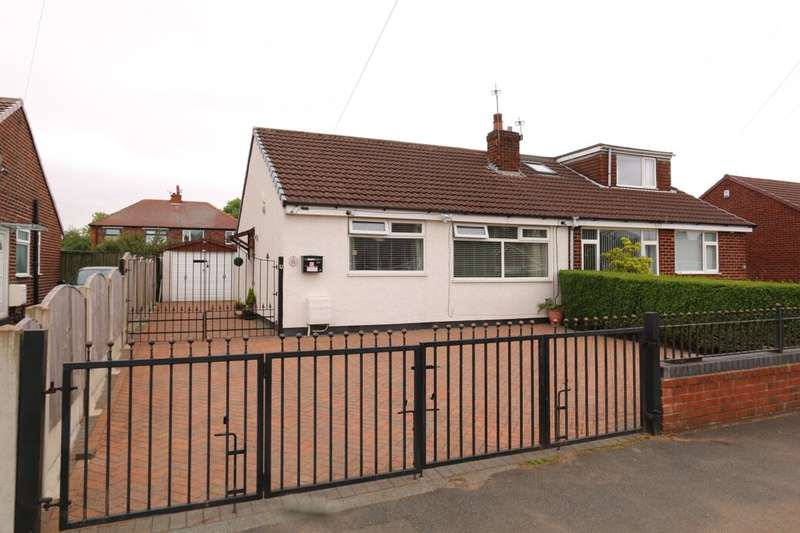 2 Bedrooms Semi Detached Bungalow for sale in Ruby Street, Denton, Manchester, M34