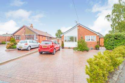 3 Bedrooms Bungalow for sale in Turton Close, Seddons Farm, Bury, Greater Manchester, BL8