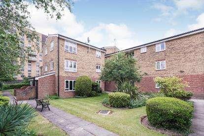 1 Bedroom Retirement Property for sale in Frazer Close