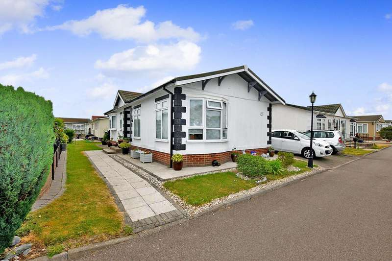 2 Bedrooms Park Home Mobile Home for sale in Creek Road, Canvey Island