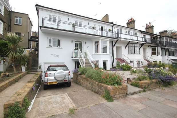 2 Bedrooms Flat for sale in Devereux Road, Southend-on-Sea