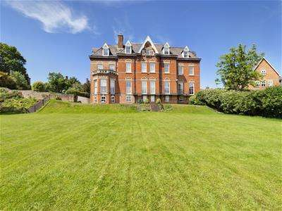 3 Bedrooms Apartment Flat for sale in Church Road, Newnham