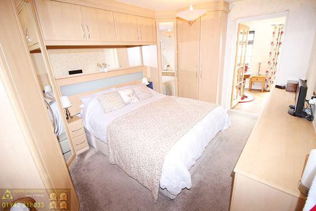 2 Bedrooms Bungalow for sale in Southover, Westhoughton, Bolton, BL5 2HS
