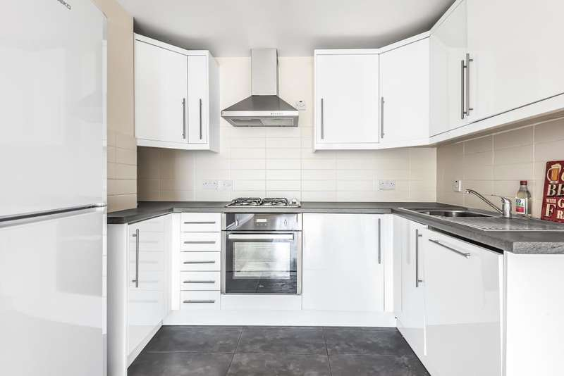 1 Bedroom Flat for sale in Temple Moore House, Liscombe, Bracknell, Berkshire, RG12