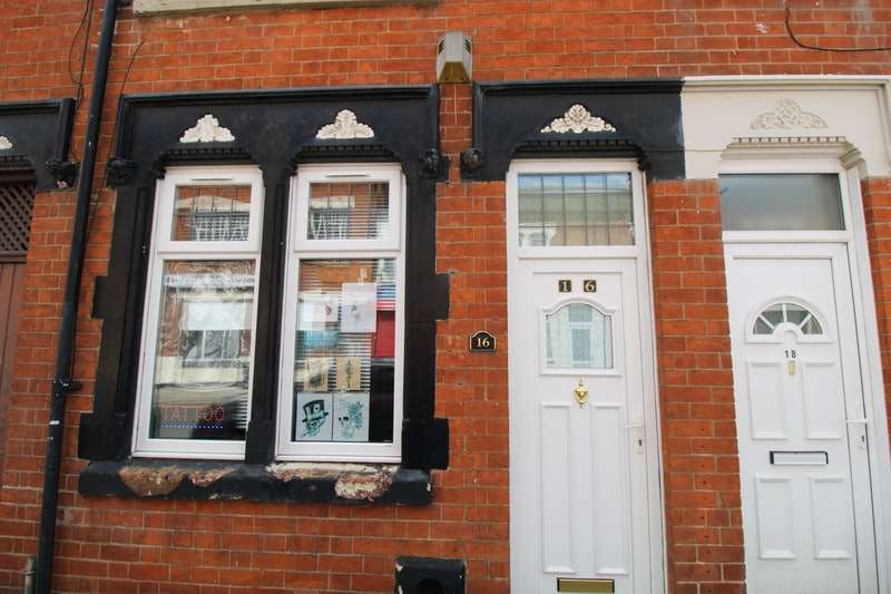 2 Bedrooms Terraced House for sale in Beatrice Road, Leicester, Leicestershire, LE3