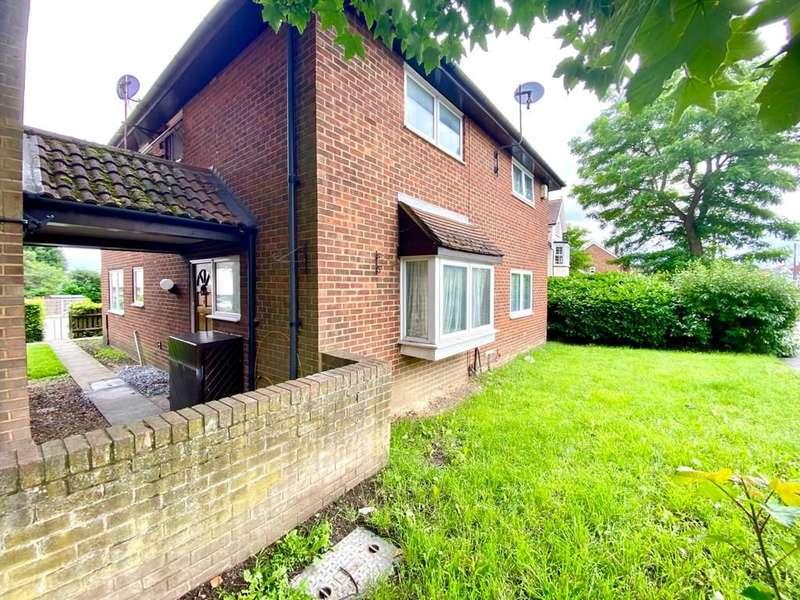 1 Bedroom End Of Terrace House for sale in Matthews Close, Romford
