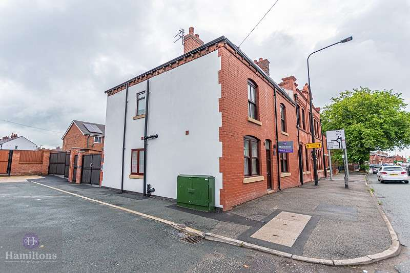 2 Bedrooms Flat for sale in Firs Lane, Leigh, Greater Manchester. WN7 4SB