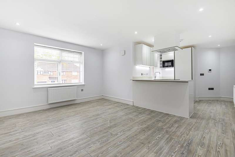 2 Bedrooms Flat for sale in Reading, Berkshire, RG7