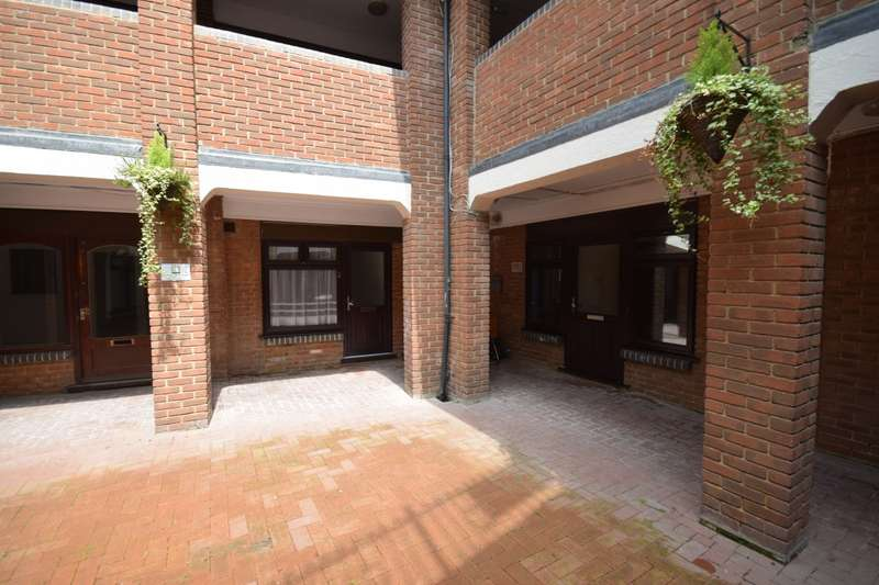 1 Bedroom Apartment Flat for sale in Castle Walk Stansted Mountfitchet