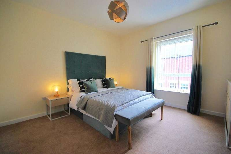 2 Bedrooms Terraced House for rent in Heather Street, Clayton, Manchester, Lancashire, M11 4FW
