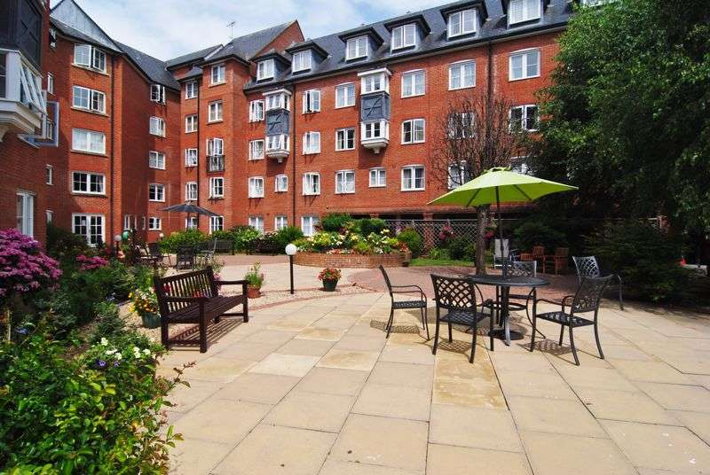 1 Bedroom Property for sale in Castlemeads Court, Westgate Street, Gloucester
