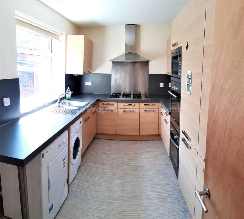 6 Bedrooms House for rent in ?110pppcw ALL BILLS - 6 Double Rooms in Rusholme, minutes away from Universities.