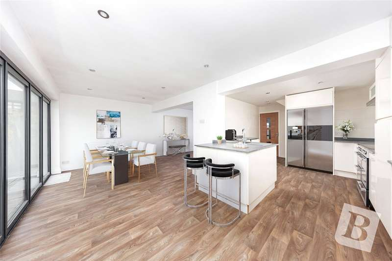 4 Bedrooms Detached House for sale in Harrier Close, Hornchurch, RM12