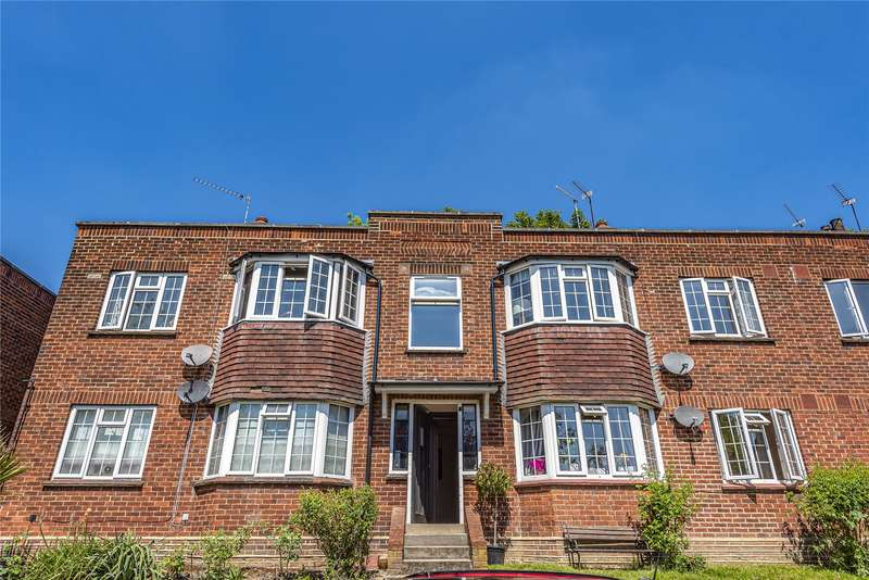 3 Bedrooms Flat for sale in Crescent View, Loughton, IG10