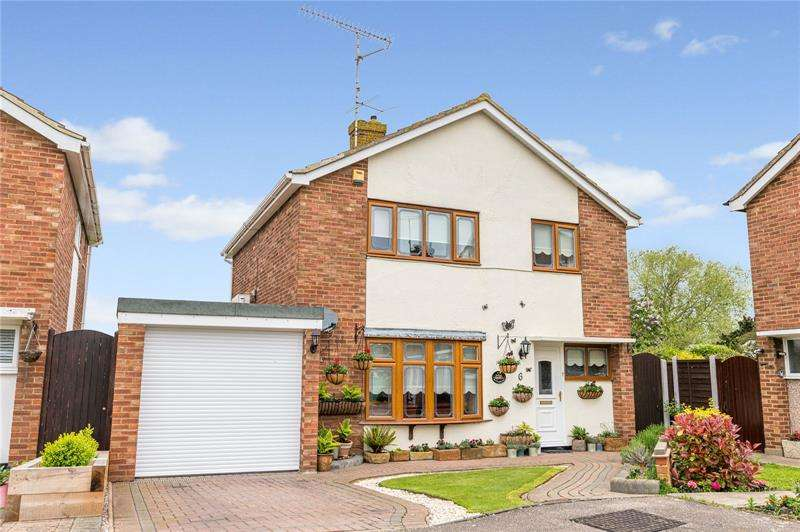 3 Bedrooms Detached House for sale in Havering Close, Great Wakering, Southend-on-Sea, Essex, SS3