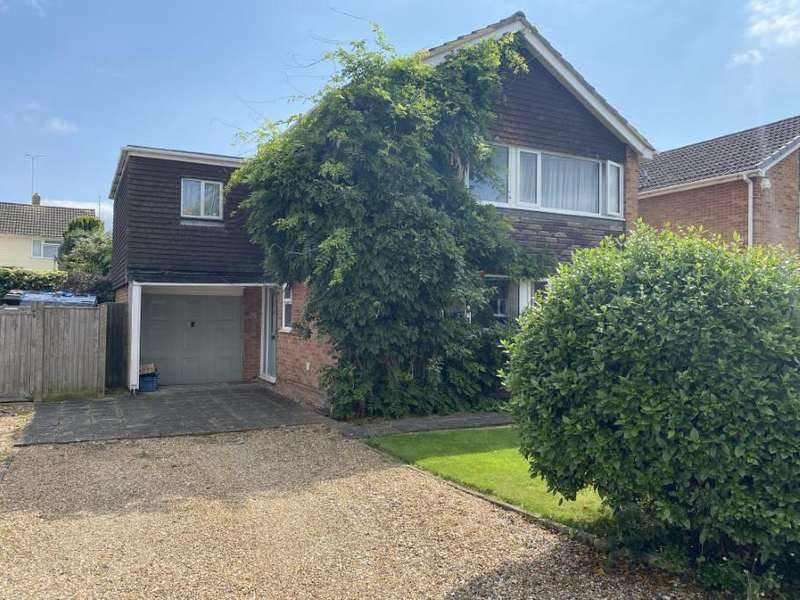 5 Bedrooms Detached House for sale in Lunds Farm Road, Woodley, Reading, RG5