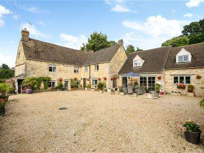 5 Bedrooms Detached House for sale in France Lynch, Stroud