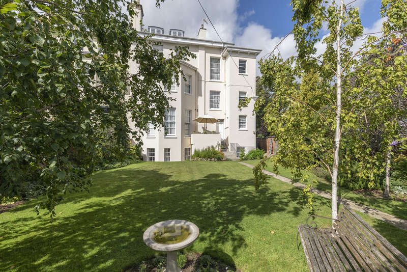 3 Bedrooms Flat for sale in Pittville Circus, Cheltenham GL52 2PU
