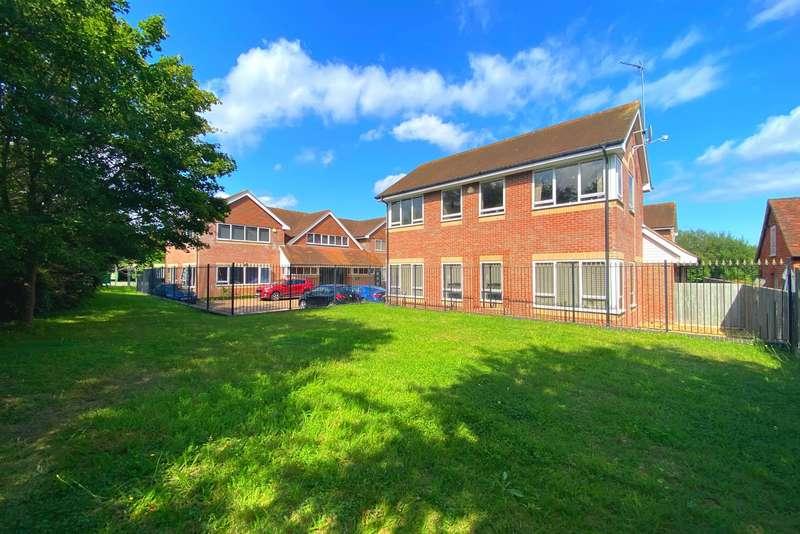 2 Bedrooms Apartment Flat for sale in Basingstoke Road, Riseley, Reading