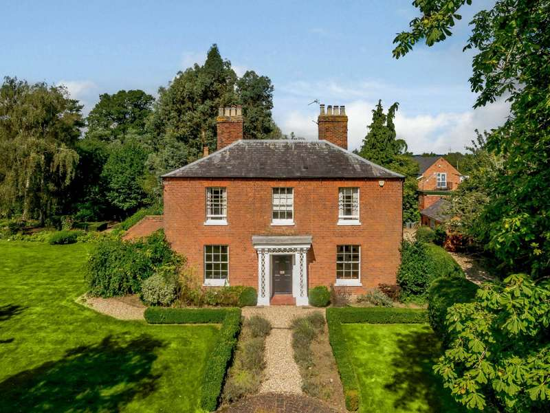 5 Bedrooms Detached House for sale in Lambwood Hill, Grazeley, Reading, Berkshire