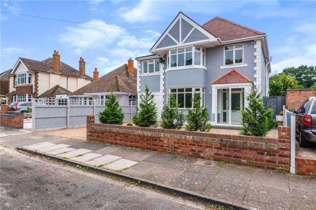 5 Bedrooms Detached House for sale in Connaught Gardens West, Clacton-on-Sea, Essex
