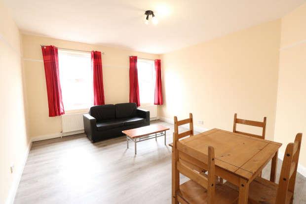 3 Bedrooms Flat for rent in Green Lane, Dagenham, RM8