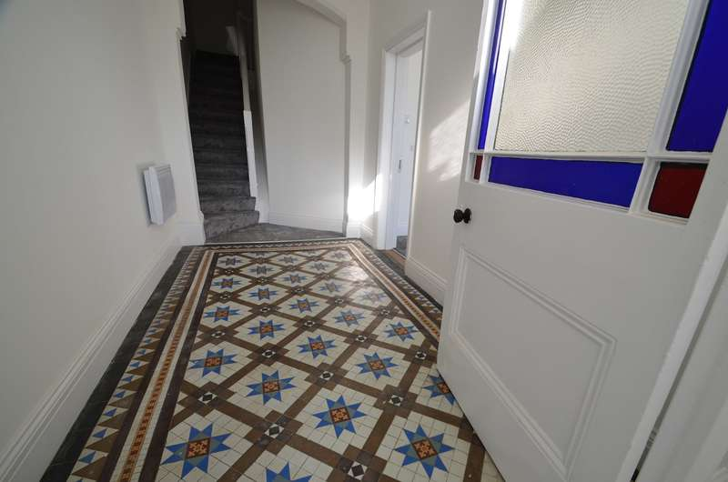 1 Bedroom Flat for sale in 3 Whitehall, Stroud, GL5