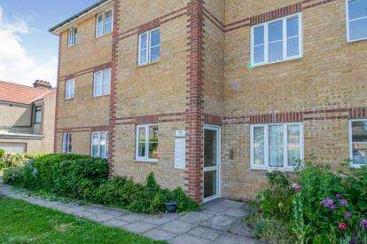 2 Bedrooms Flat for sale in Rectory Road, Grays, Essex