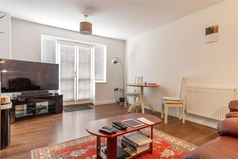 2 Bedrooms Apartment Flat for sale in Weavers Close