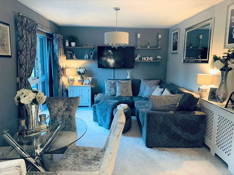 2 Bedrooms Apartment Flat for sale in Dunningford Close, Hornchurch, Essex, RM12