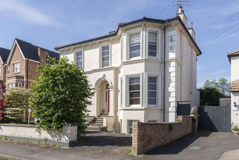 3 Bedrooms Flat for sale in Fairmount Road, Cheltenham GL51 7AQ