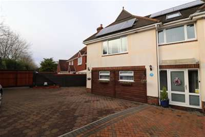 3 Bedrooms Semi Detached House for rent in Broadoaks Crescent, Braintree