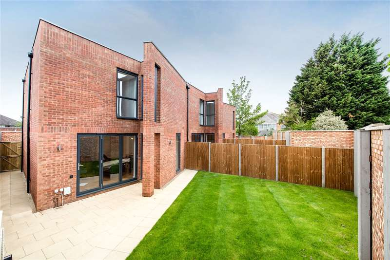 3 Bedrooms Terraced House for sale in Whistler Mews, Windsor, SL4
