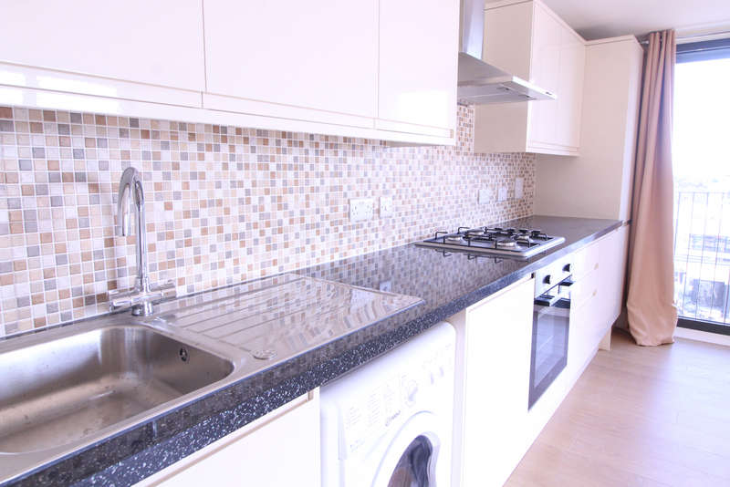 2 Bedrooms Flat for rent in High Road, Ilford, IG1 1UF