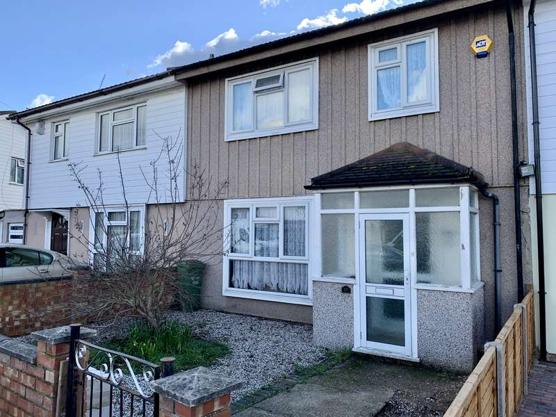3 Bedrooms Terraced House for sale in Rookery Crescent, Dagenham, Essex RM10