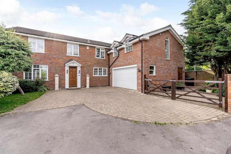 5 Bedrooms Detached House for sale in Green Lane, Burnham, Slough, Buckinghamshire, SL1 8EN